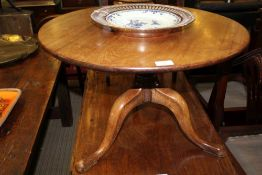 A 19TH CENTURY MAHOGANY CIRCULAR TOPPED TABLE on canon barrel cut down column, and three downswept