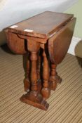 A CRAFTSMANS MADE SMALL SIZED TWIN FLAP GATELEG COFFEE TABLE on baluster turned and blocked supports