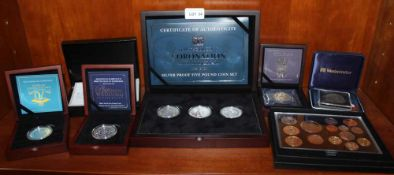 A GOOD COLLECTION OF COMMEMORATIVE SILVER PROOF COINS in original boxes with certificates,
