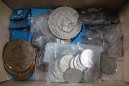 A BOX CONTAINING A LARGE SELECTION OF COLLECTOR'S COINAGE AND TOKENS VARIOUS