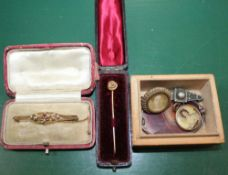 A 9CT GOLD EDWARDIAN BROOCH together with a tie pin, and a small box containing costume jewellery