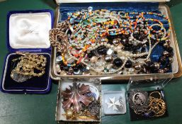 A SELECTION OF COSTUME JEWELLERY VARIOUS and associated items