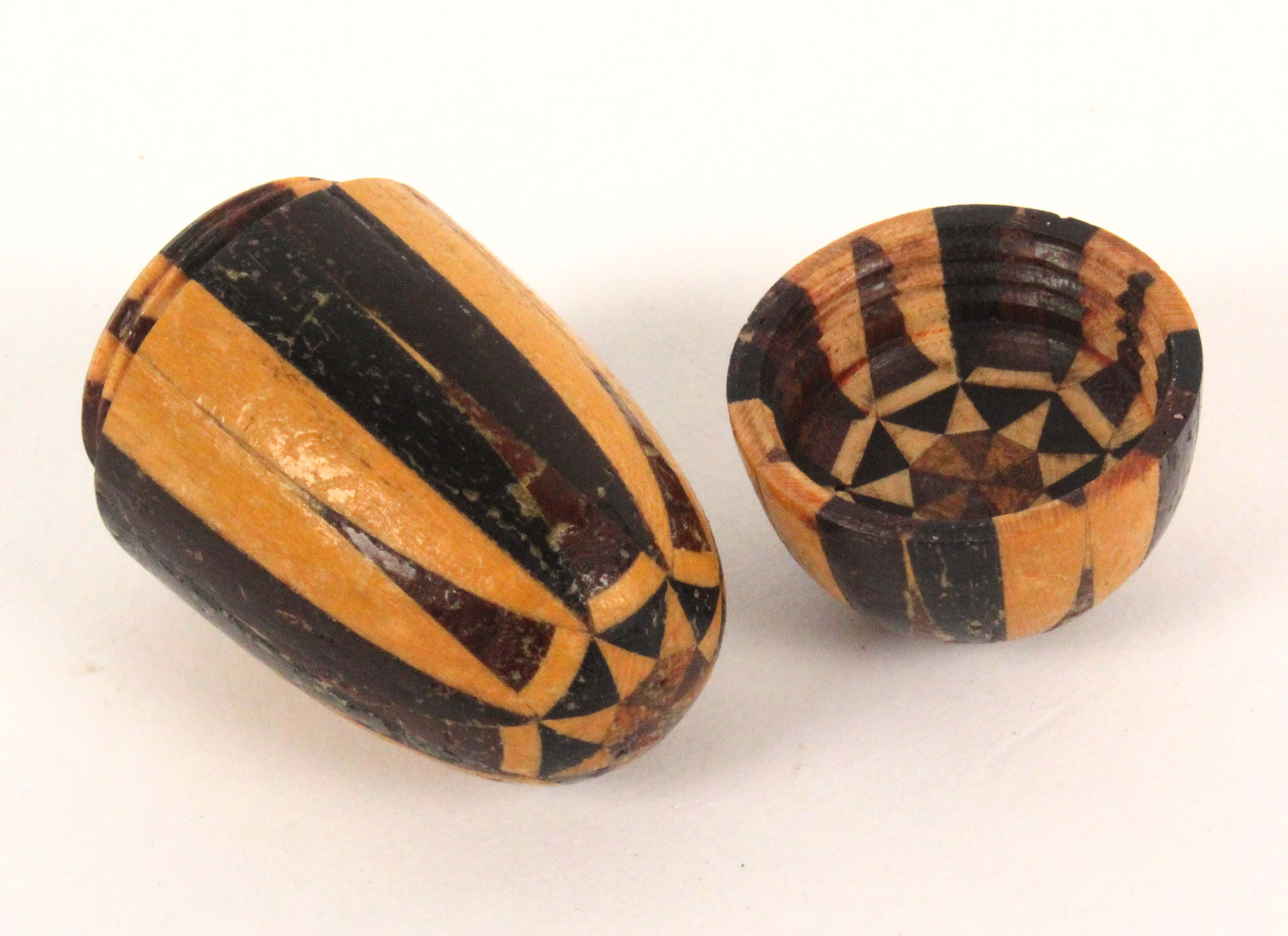 A Tunbridge stick ware thimble case, of egg form with star end pattern, 4cm.Ê - Image 2 of 2