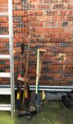 Quantity of gardening tools