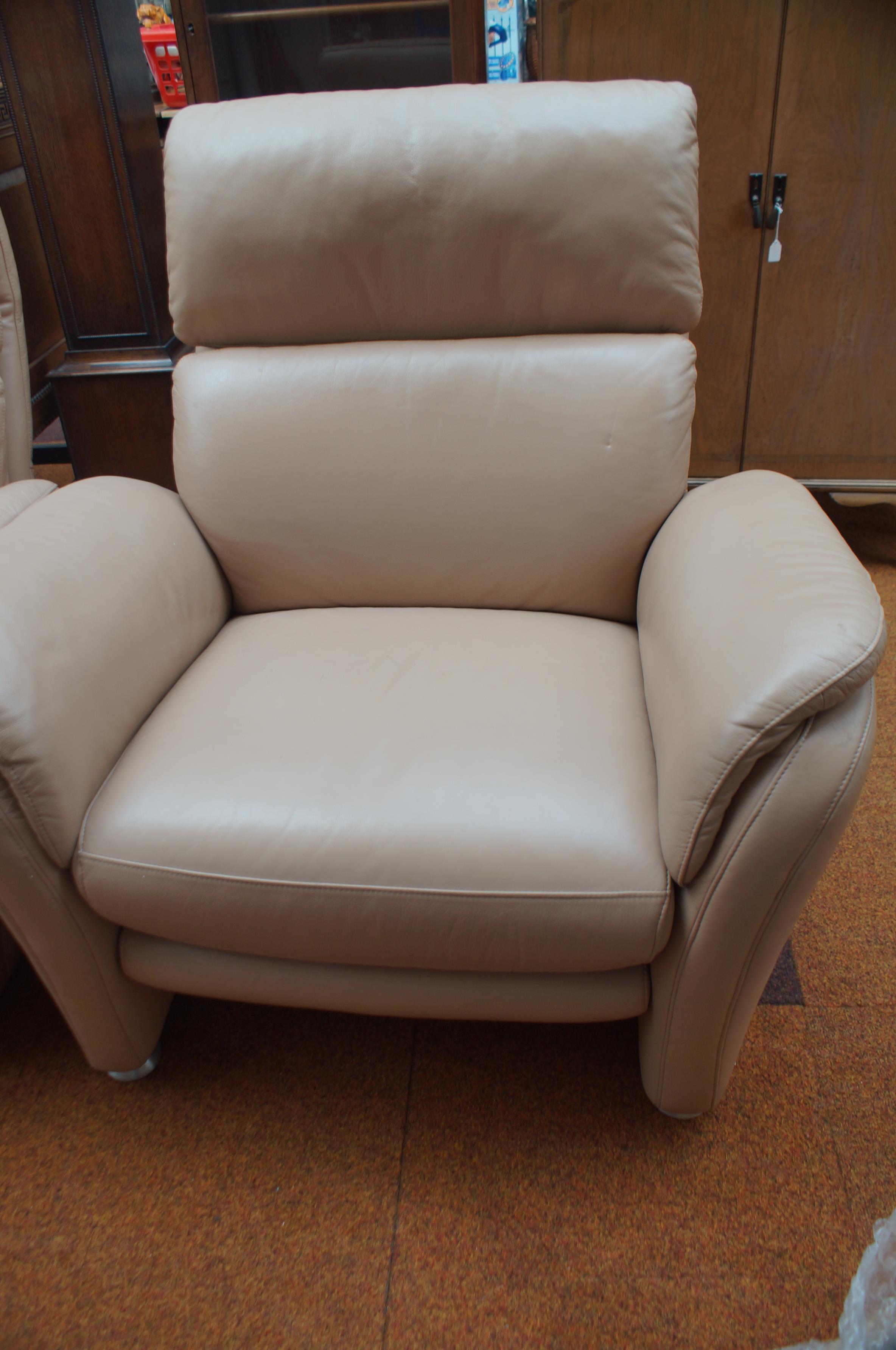 Lot 81 - Very good quality designer 3 piece suite 2x 2 seat