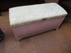 Lloyd Loom style bedding box