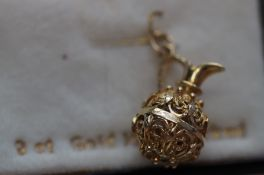 9ct Gold charm/pendant in the form of a claret jug