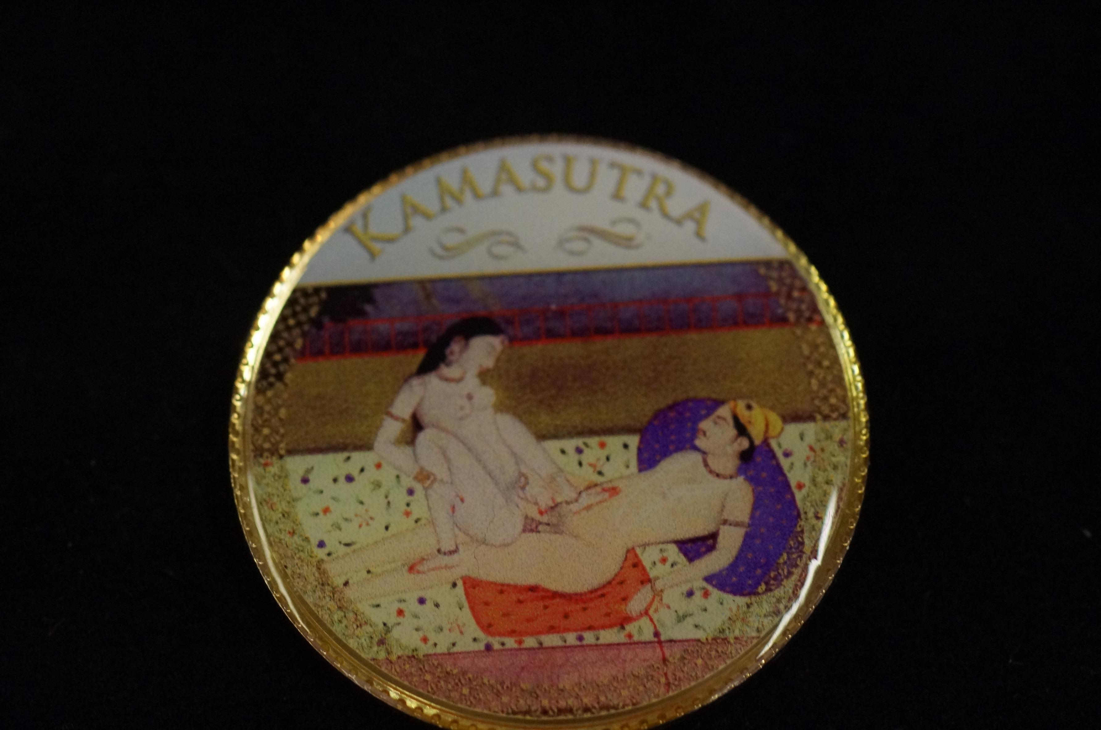 Kamasutra medallion - Image 2 of 2