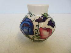 Moorcroft sweetness vase Height 8 cm