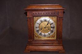 Wooden oak mantle clock, 35cm