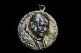 Pope John XXIII 9ct Gold pendant. Total weight 16.