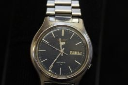Seiko 5 gents wristwatch chip to glass and 7'o'clo