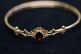 9ct gold bangle set with central garnet 6.3 grams