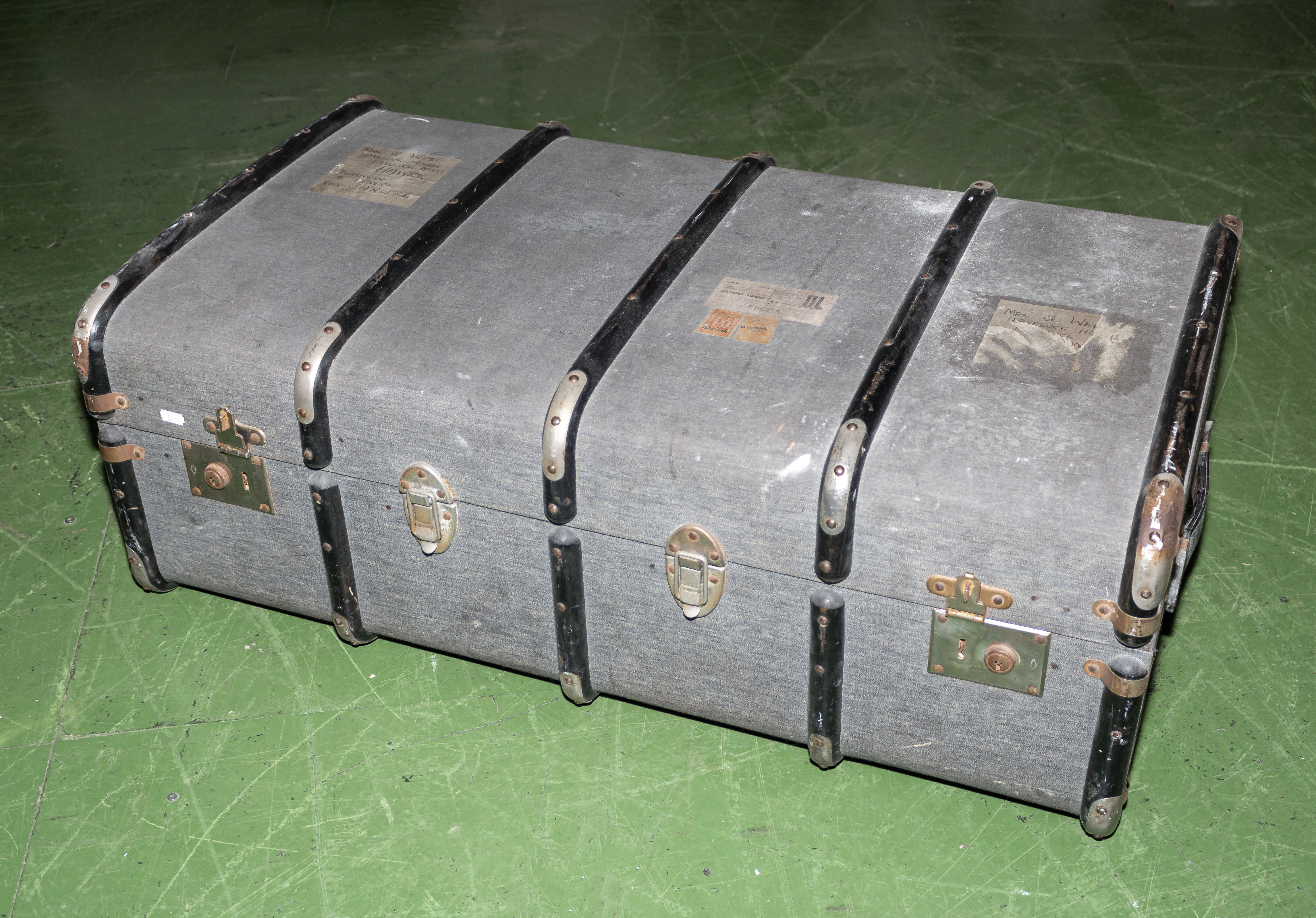 Lot 15 - A travel trunk