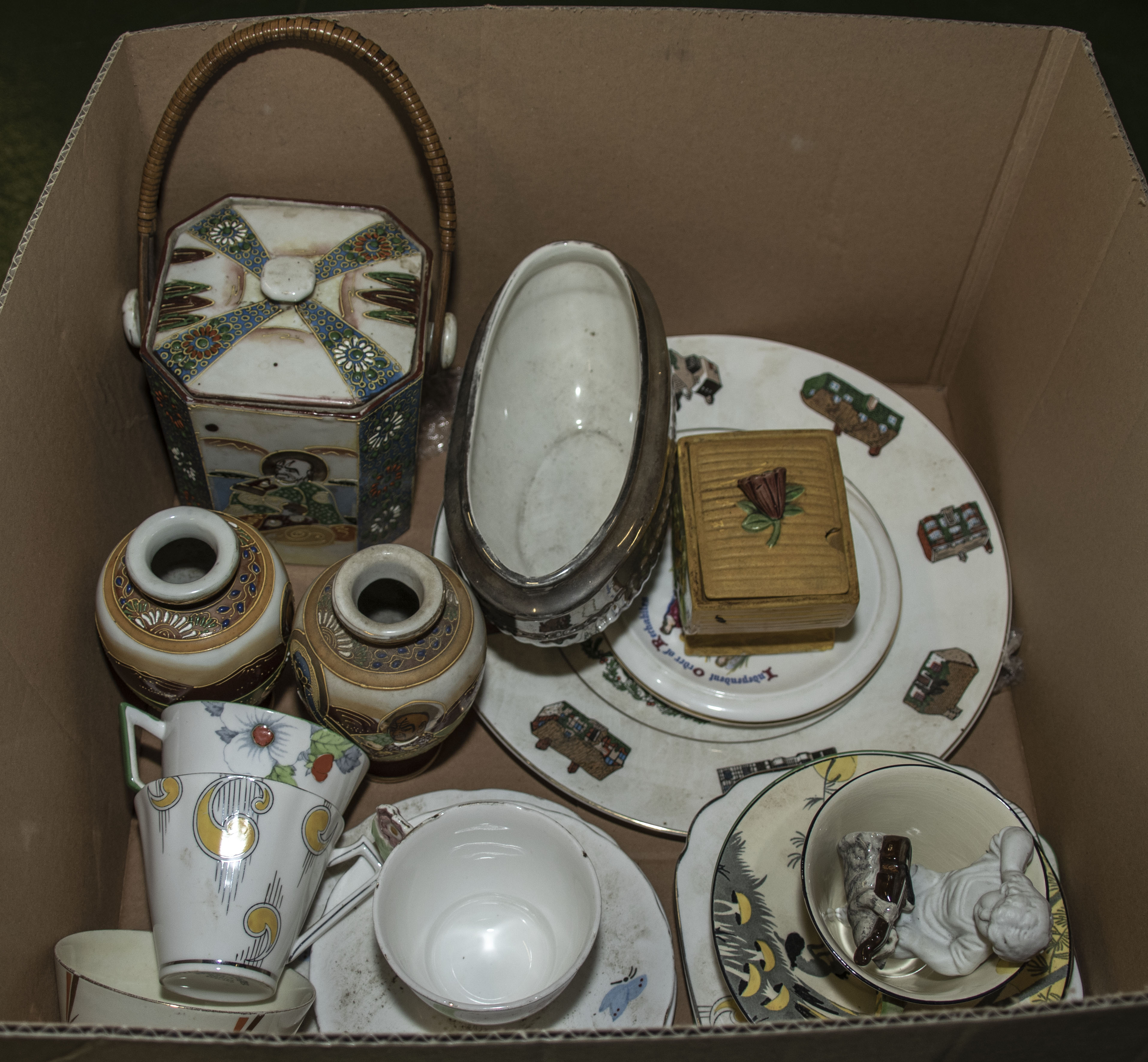 Lot 22 - A box of assorted china and pottery