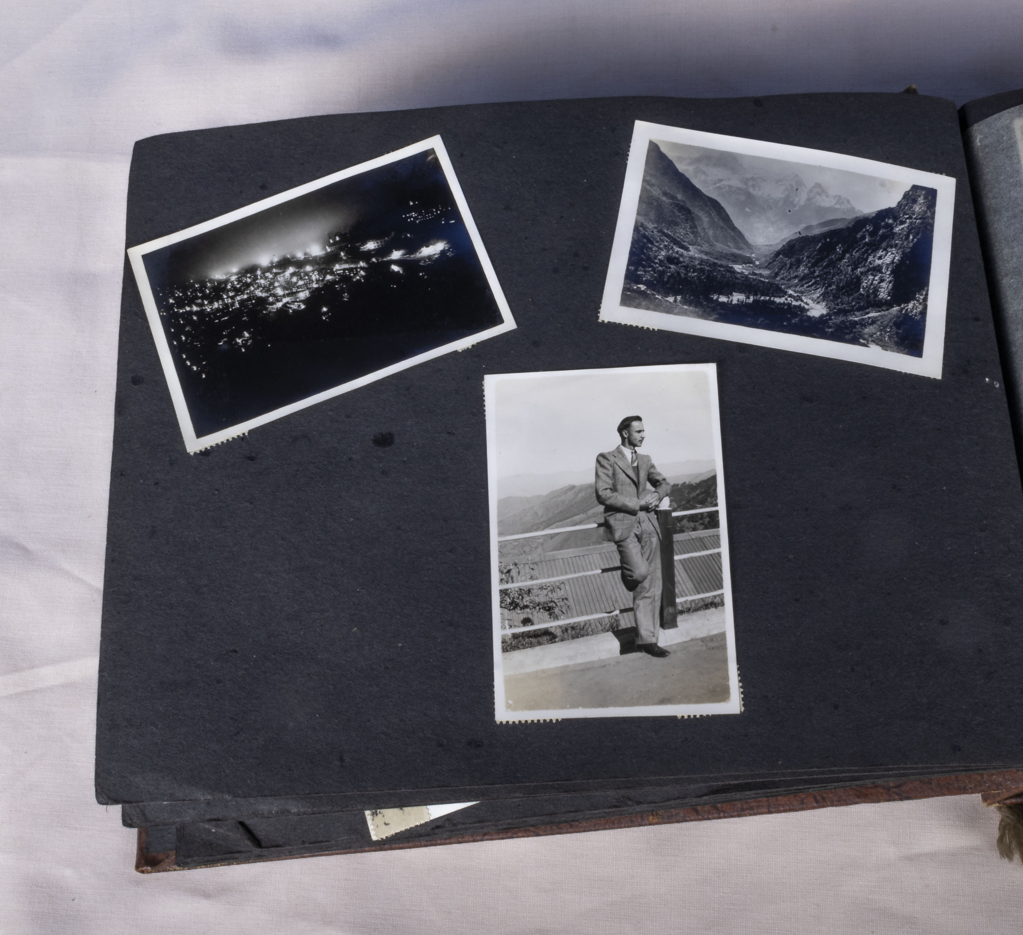 Military interest over 130 vintage photographs in album relating to the 1939-45 war years showing - Image 4 of 6