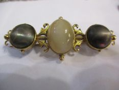A 15ct gold, agate and grey hardstone bar brooch, total weight 8.6g