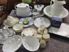 Mixed 20th century ceramics to include an early 20th century part tea service, a Regent serving