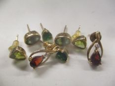 Mixed 9ct gold earrings to include peridot earrings and others total weight 4.3g