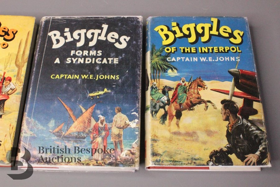 Four Captain W Johns Biggles First Edition with Dust Jackets - Image 3 of 8