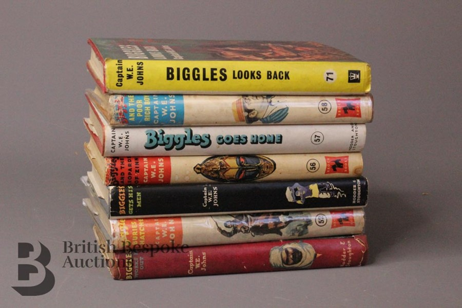 Seven Captain W. Johns Biggles 1st Edition in Dust Jackets - Image 2 of 9
