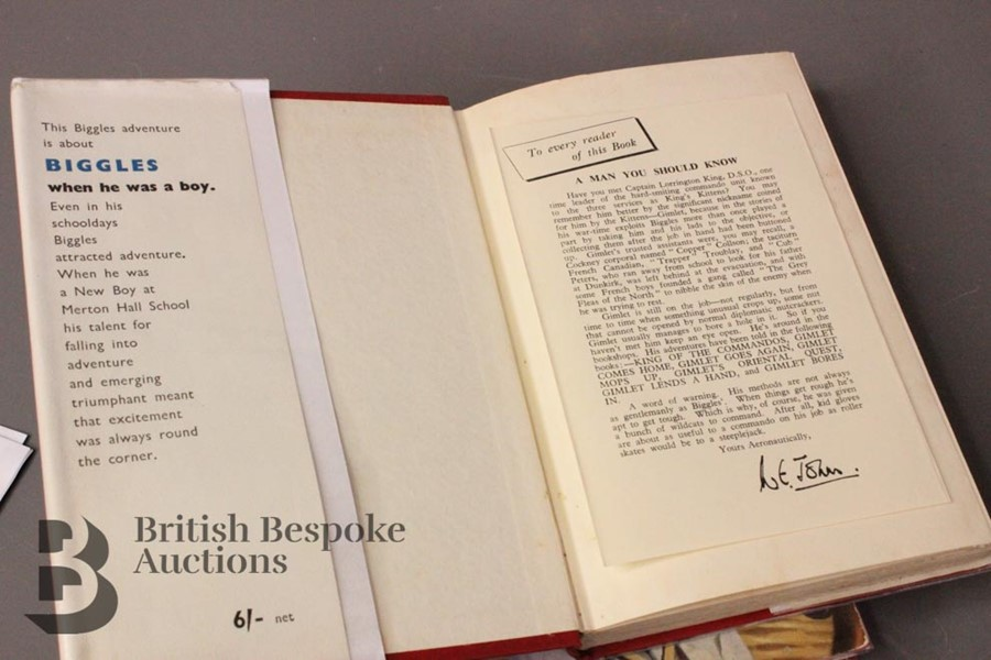 Five W E Johns Biggles First Edition Books in Dust Jackets - Image 6 of 6