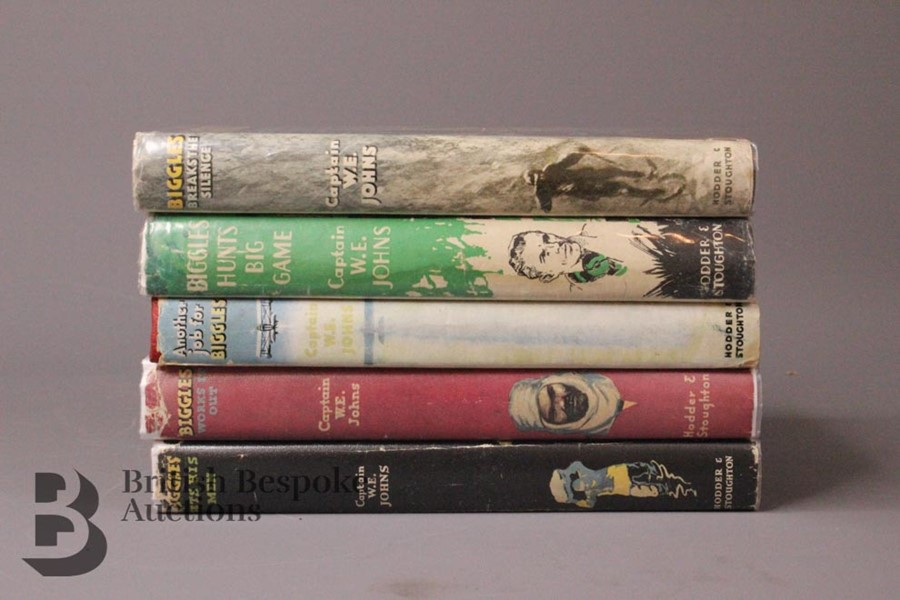Five W.E Johns Biggles First Editions in Dust Jackets - Image 4 of 8