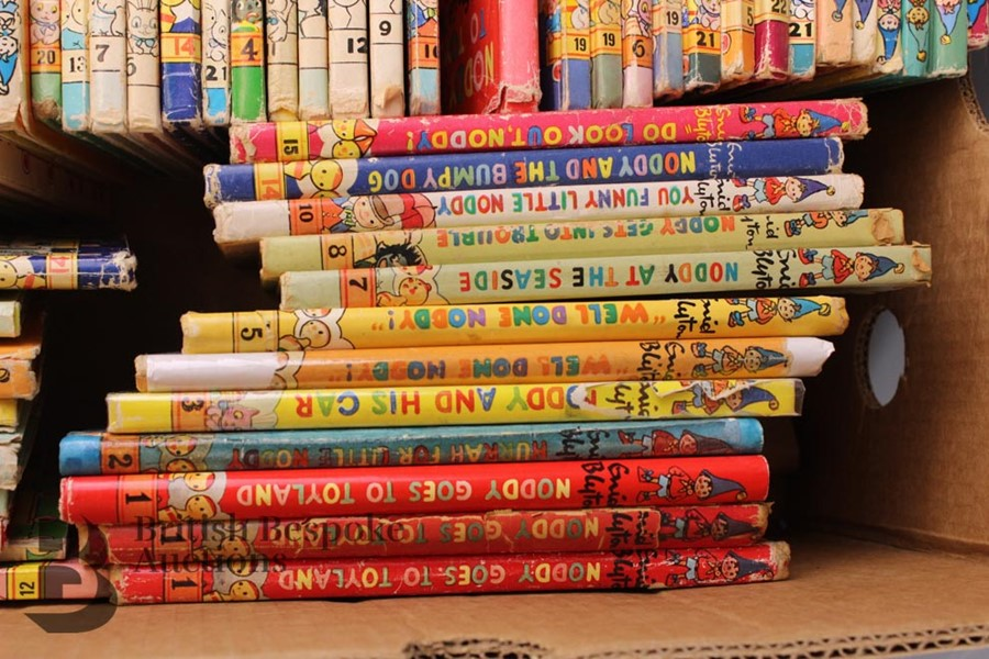 100 Vintage Noddy Series and Books by Enid Blyton - Image 3 of 5