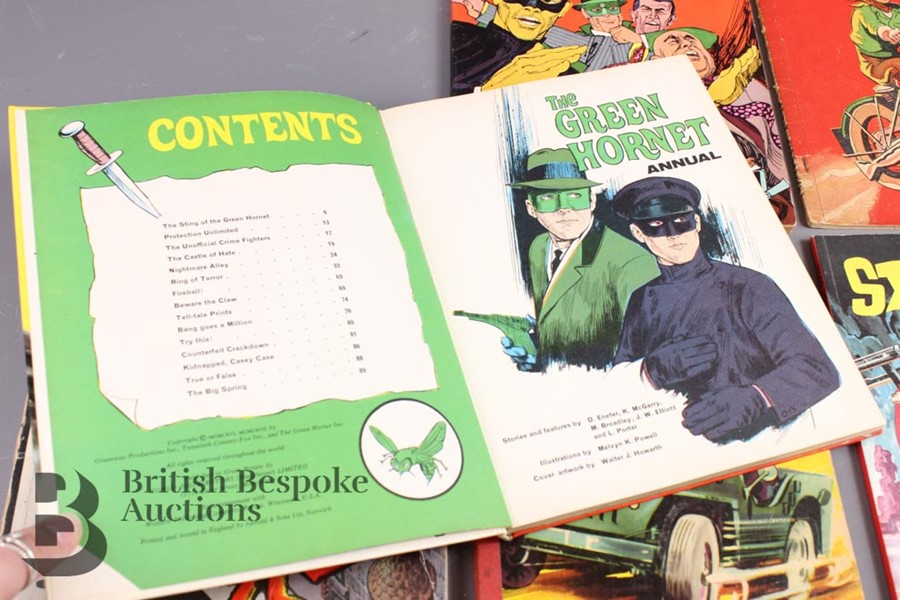 The Green Hornet Colouring Book, Woodbine Space Ship Cut Out and Other Comic Albums - Image 3 of 5