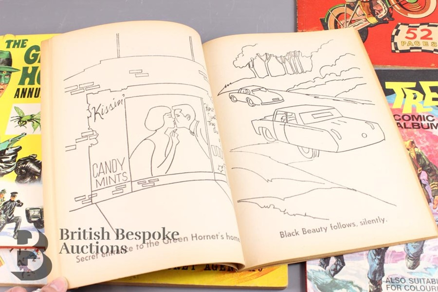 The Green Hornet Colouring Book, Woodbine Space Ship Cut Out and Other Comic Albums - Image 4 of 5