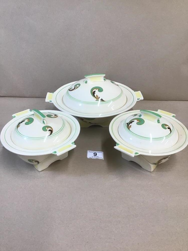 Lot 9 - A SET OF THREE GRADUATED ROYAL DOULTON LYNN PATTERN LIDDED DISHES, D.5204, RD NO 767765