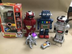 FIVE VINTAGE BATTERY OPERATED ROBOTS, INCLUDING TALKING ROBOT 1031, MAGIC MIKE III '2002' SONIC