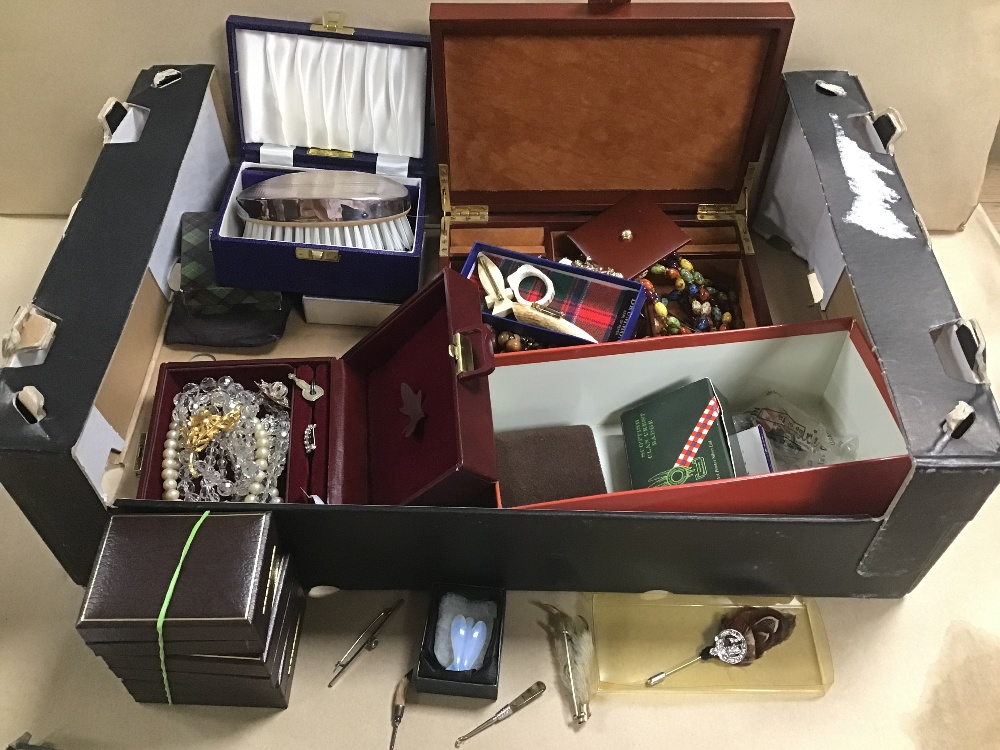Lot 24 - A BOX OF ASSORTED COSTUME JEWELLERY, INCLUDING BIRD CLAW BROOCH ETC