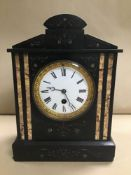 A LATE 19TH CENTURY SLATE MANTLE CLOCK, THE ENAMEL DIAL WITH ROMAN NUMERALS DENOTING HOURS, IN