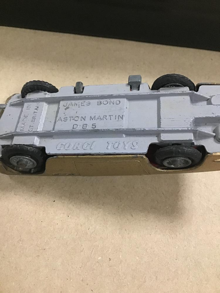 Lot 16 - A COLLECTION OF DIE CAST VEHICLES, INCLUDING CORGI ASTON MARTIN DB5, BOXED DINKY 1948 COMMER 8 CWT