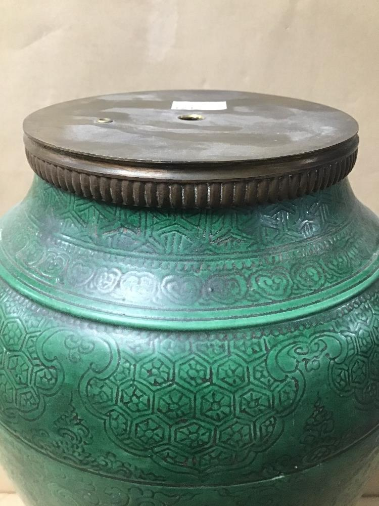 Lot 8 - AN UNUSUAL ORIENTAL GREEN GLAZED VASE ADAPTED INTO A TABLE LAMP, RAISED UPON METAL BASE, 42CM HIGH