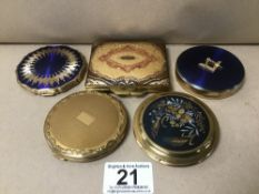 FIVE VINTAGE LADIES COMPACTS, INCLUDING MASONIC MARGARET ROSE EXAMPLE, STRATTON ETC