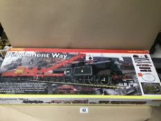 A HORNBY 00 GAUGE PERMANENT WAY ELECTRIC TRAIN SET IN ORIGINAL BOX, R 1029