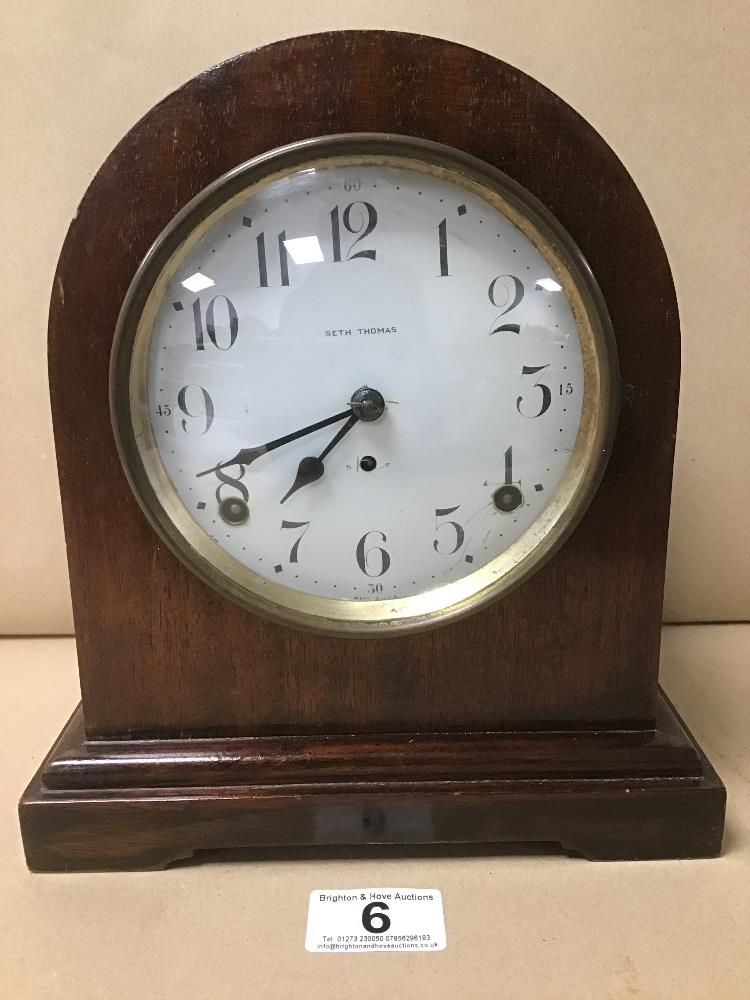 A MAHOGANY CASED MANTLE CLOCK BY SETH THOMAS, THE ENAMEL DIAL WITH ARABIC NUMERALS DENOTING HOURS, - Image 2 of 5