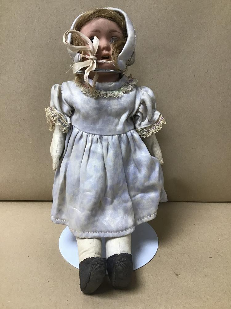 A VINTAGE DOLL ON STAND NUMBERED TO NECK 68-5 - Image 3 of 3