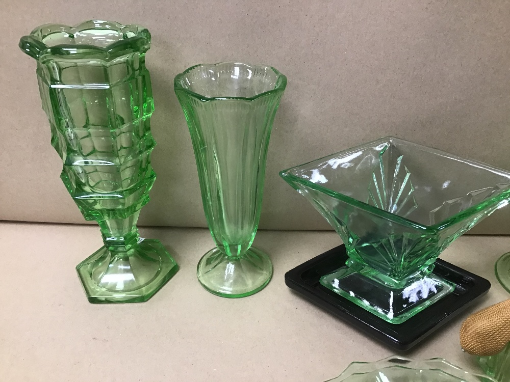 AN ASSORTMENT OF GREEN COLOURED GLASSWARE, INCLUDING VASES, ATOMIZER AND MORE - Image 3 of 5