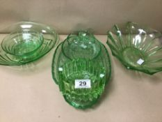 A QUANTITY OF ASSORTED GREEN GLASSWARE BOWLS