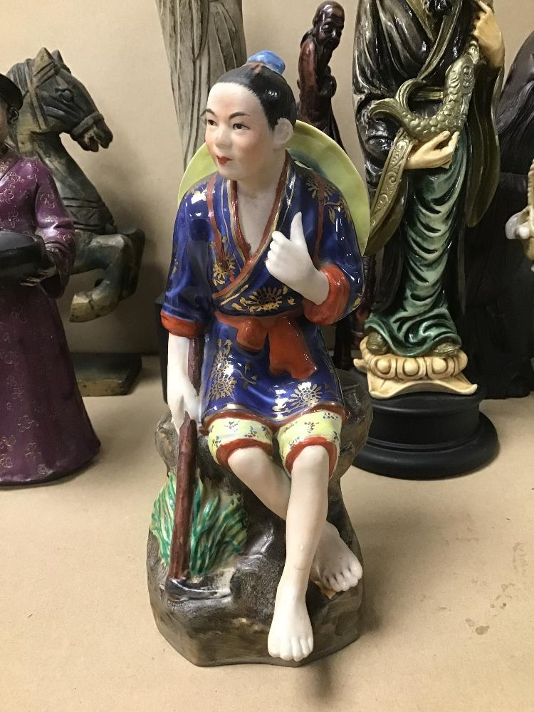 A COLLECTION OF ORIENTAL FIGURES, INCLUDING RESIN, CERAMIC AND STONE EXAMPLES - Image 4 of 5