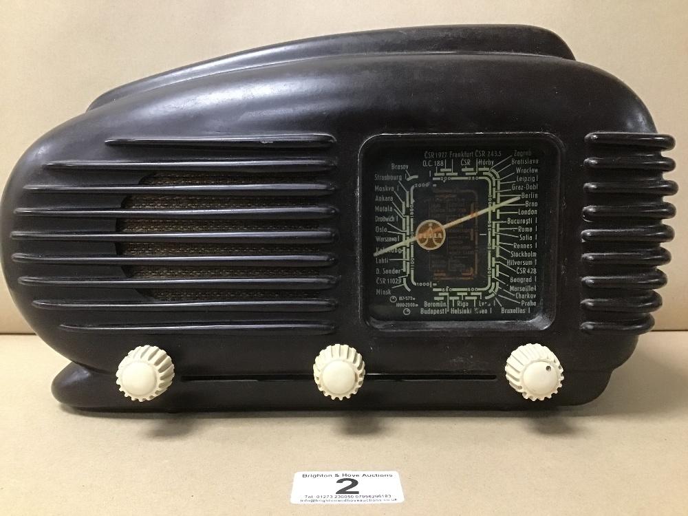 A BAKELITE CASED TESLA 308U VALVE RADIO - Image 3 of 5