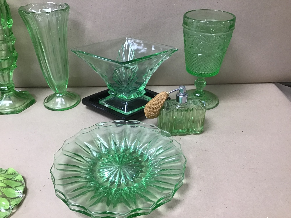 AN ASSORTMENT OF GREEN COLOURED GLASSWARE, INCLUDING VASES, ATOMIZER AND MORE - Image 4 of 5