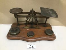 A SET OF VINTAGE POST OF LETTER SCALES WITH WEIGHTS