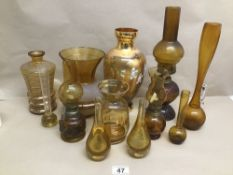 A QUANTITY OF AMBER VINTAGE GLASS INCLUDING MURANO AND OIL LAMPS