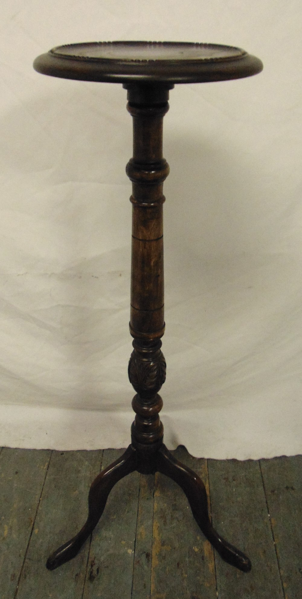 Lot 26 - A mahogany plant stand of knopped cylindrical form on three outswept legs