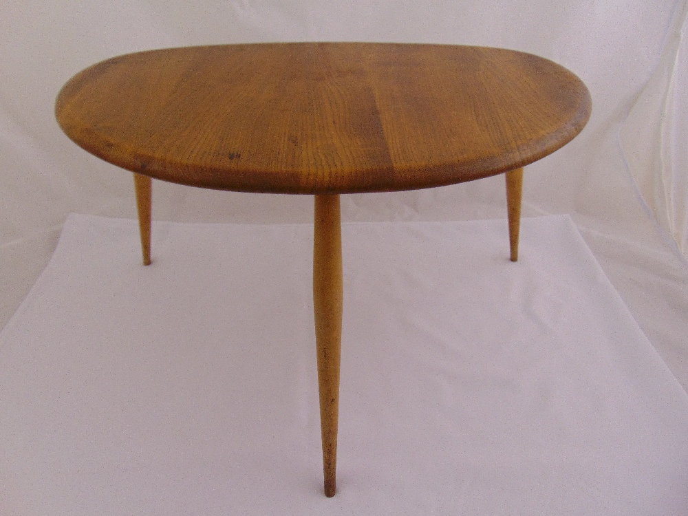 Lot 16 - A mid 20th century Ercol elm occasional table of oval form on three oval shaped legs