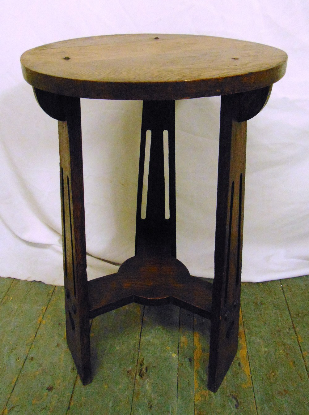 Lot 20 - An early 20th century oak circular Arts and Crafts three legged occasional table, 69 x 42.5cm